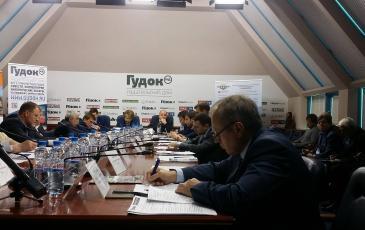 В заседании круглого стола принял участие Геннадий Короткин, председатель Совета директоров «ЭКОСПАС»
