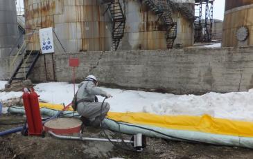 Установка боновых заграждений - локализация разлива