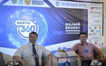 Заместитель директора по общим вопросам Нижневартовского центра «ЭКОСПАС» Илез Газдиев (справа) на первом окружном бизнес-форуме