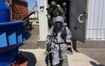 Выход спасателей из загазованной зоны