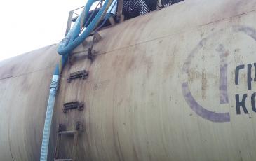 Перекачка автомобильного бензина из аварийной железнодорожной цистерны