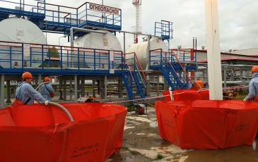 С помощью специального оборудования началась ликвидация разлива и откачка ДТ на объекте ООО «ЛУКОЙЛ-ЭНЕРОСЕТИ»