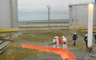 Распыление сорбентов на месте разлива на объекте ПАО «НК «Роснефть»-Ямалнефтепродукт»