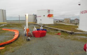 Завершающий этап откачки нефтепродукта на объекте ПАО «НК «Роснефть»-Ямалнефтепродукт»