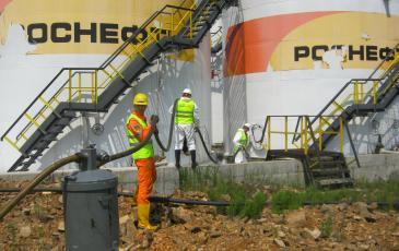 Подготовка оборудования для сбора разлившихся нефтепродуктов на объекте ООО «РН-Востокнефтепродукт»