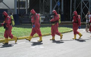 Выдвижение спасателей для проведения разведки и обследования загазованной зоны