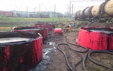 Ёмкости временного хранения заполненные нефтесодержащей жидкостью