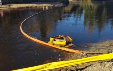 Установка второго рубежа защиты для предотвращения распространения нефтепродуктов на акватории
