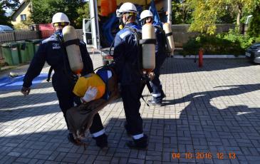 Перенос пострадавшего для передачи сотрудникам скорой медицинской помощи на объекте ФКУЗ «Санаторий «Неринга»