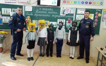 Учащиеся в средствах защиты органов дыхания