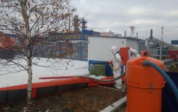 Сбор разлива метанола на объекте ООО «Газпром добыча Ноябрьск»