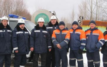 Сотрудники Уфимского центра «ЭКОСПАС» и ГБУ «Аварийно-спасательная служба Республики Башкортостан» после ликвидации аварии