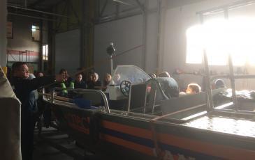 Ребята интересуются устройством моторной лодки