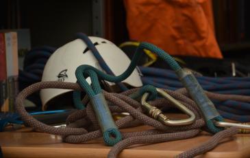 Альпинистское снаряжение, используемое спасателями Челябинского центра «ЭКОСПАС»