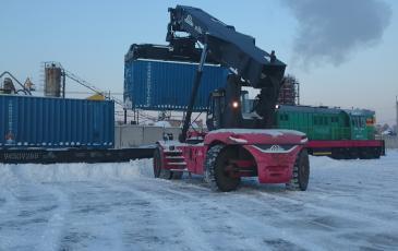 Снятие аварийного контейнера с железнодорожной платформы