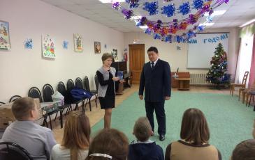 Директор приюта от имени воспитанников поздравляет коллектив Брянского центра «ЭКОСПАС» с наступающим Новым Годом