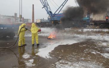 Спасатели ЦАСО «ЭКОСПАС» тушат возгорание АХОВ (Горьковская ж/д, 2 ноября 2016 года)