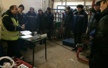 Представитель Самарского центра «ЭКОСПАС» обучает персонал ОПО приемам и способам локализации аварийных ситуаций (Бугульминский элеватор, 11 ноября 2016 года)