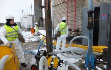 Спасатели ЦАСО «ЭКОСПАС» осуществляют работу по ликвидации условного разлива нефтепродукта (г. Москва, 29 ноября 2016 года)
