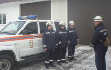 Командир отряда Самарского центра «ЭКОСПАС» проводит инструктаж оперативной группы (Самарская область, 18 января 2017 года)