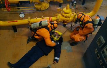 Включение пострадавшего в спасательное устройство