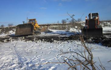 Обваловка места нефтеразлива