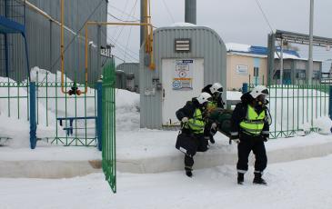Эвакуация пострадавшего из опасной зоны