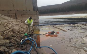 Сбор нефтесодержащей эмульсии перекачивающей станцией «Робин-Субару» с помощью рукавов и алюминиевой насадки