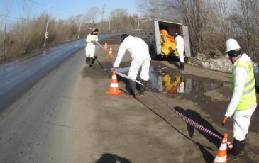 Уфимский центр «ЭКОСПАС» прибыл на место ликвидации нефтеразлива. Ограждение места проведения работ