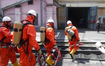 Спасатели Приморского центра «ЭКОСПАС» направляются для разбора завалов условной зоны ЧС