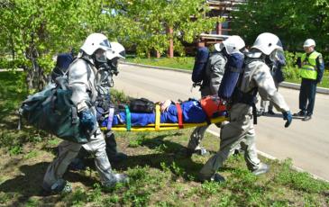 Эвакуация пострадавшего на ТЭЦ-25