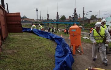 Установка подпорной стенки для локализации разлива