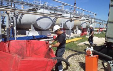 Сбор нефтепродукта во временные резервуары