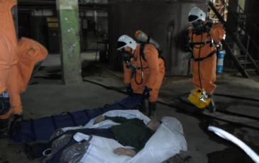 Надевание спасательного устройства на пострадавшего