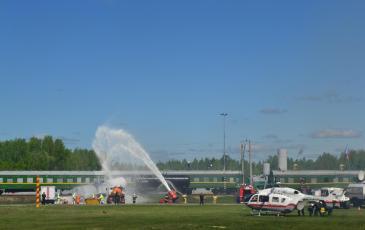 Этап учения - выполнение комплекса аварийно-спасательных и экологических работ в районе железнодорожных путей