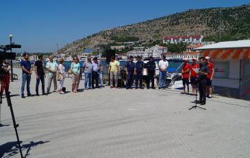 Церемония открытия плавучей заправочной станции