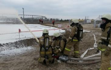 К месту аварии прибывают два отделения 103 ПЧ 15 ОФПС