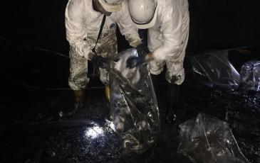 Спасатели устраняют последствия аварийного разлива дизельного топлива