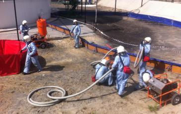 Развертывание оборудования для ликвидации последствий розлива нефтепродукта