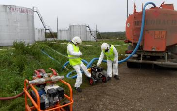 Организация перекачки разлившегося топлива с помощью насосной станции ПД - 75 в автоцистерну