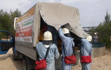 Спасатели ПАСФ Нижневартовского центра «ЭКОСПАС» производит отгрузку оборудования
