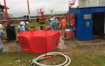 Спасатели развернули вхн-6к для временного складирования нефтепродукта