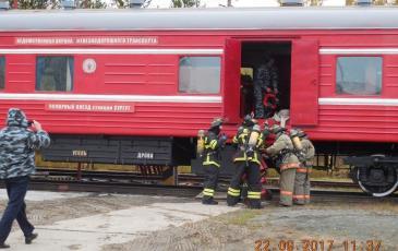 Пожарный поезд прибыл на место аварии