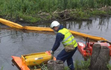 Установка скимера на реке Крымза