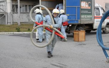 ПАСФ Нижневартовского центра прибывает на место аварии, производит разгрузку оборудования для ЛРН