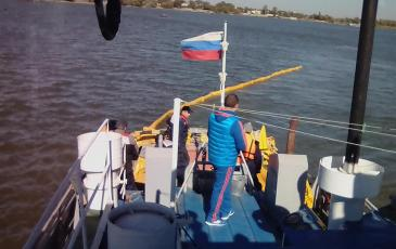 Спасатели Ростовского ТП устанавливают каскад боновых заграждений на реке Дон