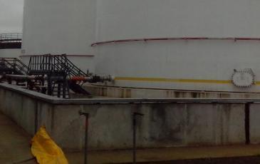 Установка дополнительного обвалования из подпорной стенки и бонового заграждения «Барьер-Берег 50»