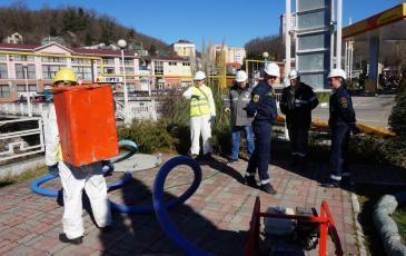 Обработка загрязненных поверхностей сорбирующими материалами