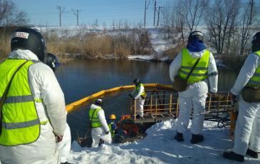 Спуск нефтесборщика «Спрут 2» в Саратове