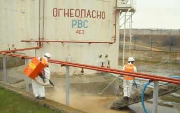 Работа Крымского отделения по распылению сорбента и сбору нефтешлама
